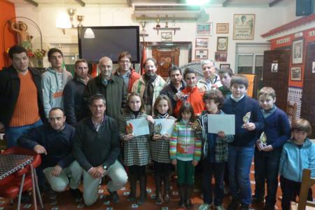 Premiados en el Torneo de Ajedrez de Navidad, celebrado en la Peña Sevillista de Ubrique.