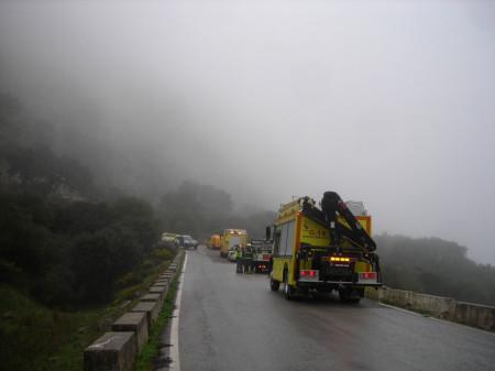 Vehículos de bomberos en el lugar del accidente.