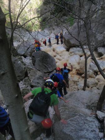 Práctica del Grupo de Rescate en Montaña con alumnos de la UCA.
