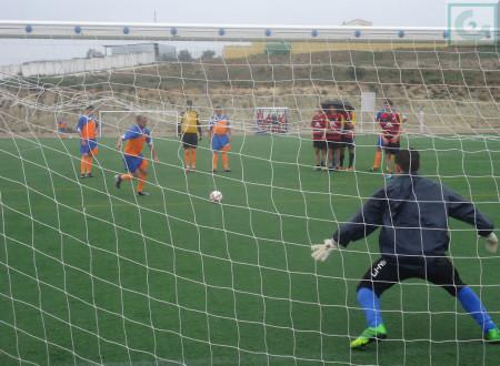 Gol del equipo de la Peña de Ubrique en la tanda de penaltis.