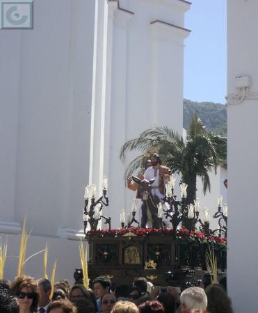 La Borriquita, saliendo de la plaza de San Juan.
