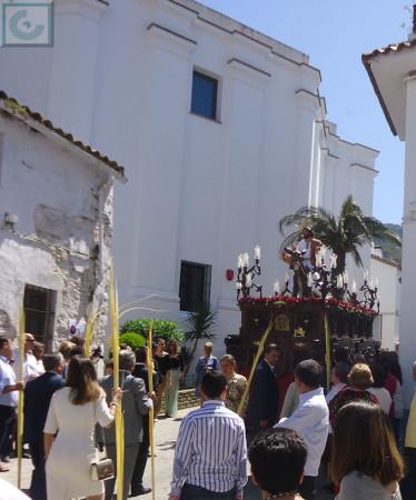 El paso, por un lateral de la ermita de San Juan de Letrán.