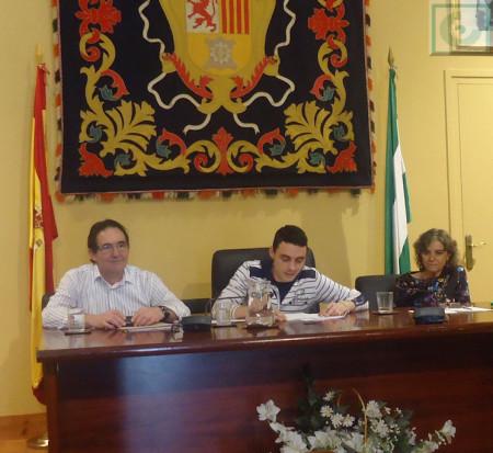 Ismael García lee el relato del segundo accésit.
