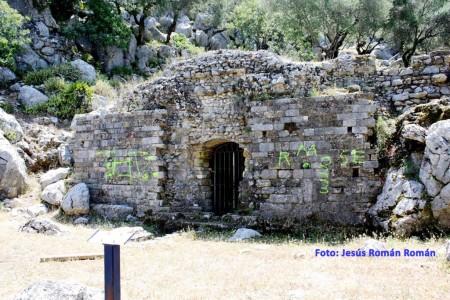 """Fotografía del Mausoleo romano de """"Ocvuri"""" donde se aprecieron las pintadas."""