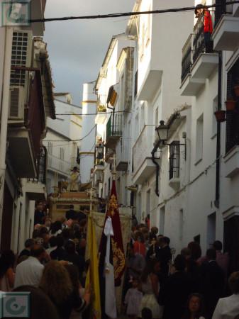 La procesión, por la calle Beatro Diego José de Cádiz.