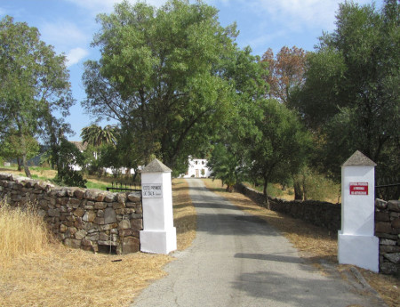 Entrada del cortijo del Marrufo.