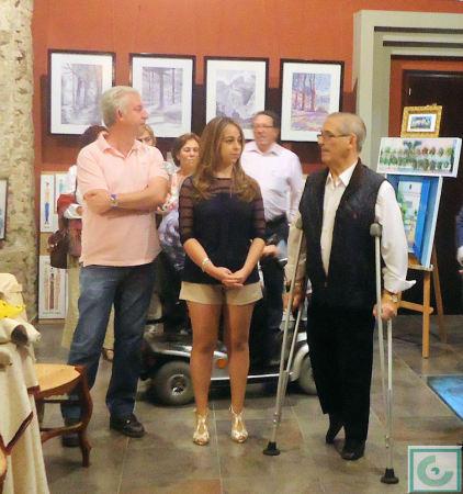 Reme Rubiales, entre José Luis López Núñez y Casiano López, en la inauguración de la exposición.