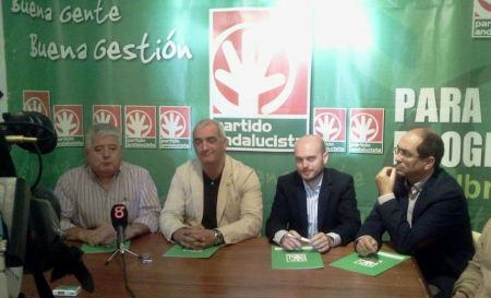José Antonio Bautista, con dirigentes del PA, en la presentación de su candidatura a la Alcaldía.