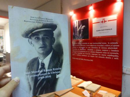 La biografía re Reinita, en la Biblioteca 'Juan Goytisolo' de Tánger.