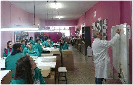 Clase de la Escuela de Artesanos de la Piel (Foto: Empiel).