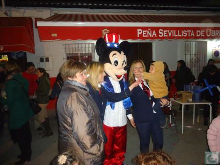 Los pequeños disfrutaron con Micky Mouse.