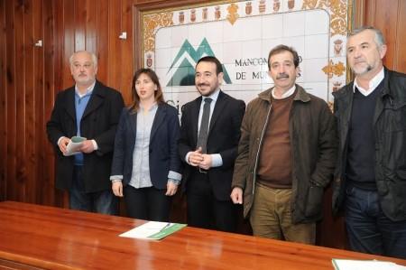 El delegado del Gobierno de la Junta, con los alcaldes de Ubrique, Algar, Setenil y Zahara.