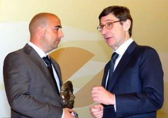 El empresario ubriqueño, con José Ignacio Goirigolzarri, presidente de Bankia.