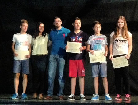 Ganadores y subcampeones, con sus profesores.