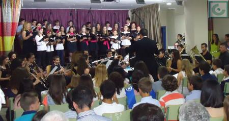 Interpretación del himno, bajo la dirección de Juan Antonio Aibar.