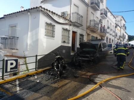 Vehículos afectados por el incendio.