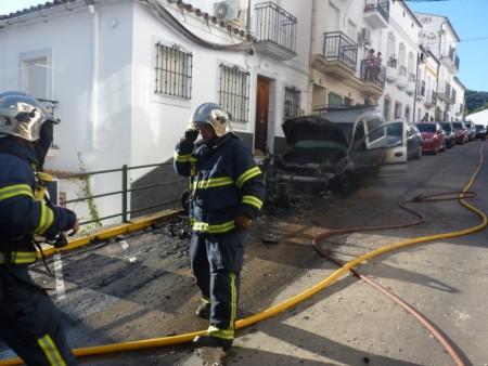 Los bomberos sofocaron las llamas.