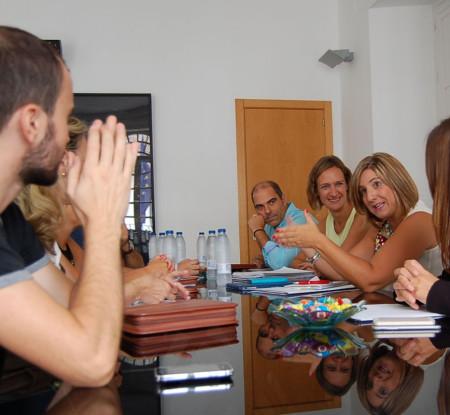 Reunión de la presidenta de la Diputación con la alcaldesa y los restantes miembros del equipo de gobierno.