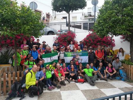 Senderistas de Ubrique y Algeciras, en el Algarrobal.