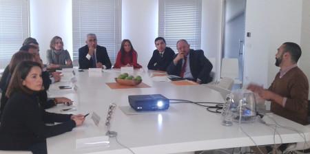 Reunión del consejero con la alcaldesa, técnicos de Movex y otros representantes.