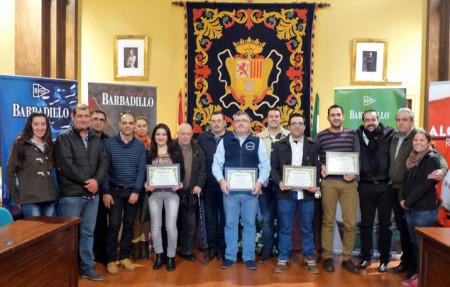 Los premiados, con los concejales Fernández y Bazán.