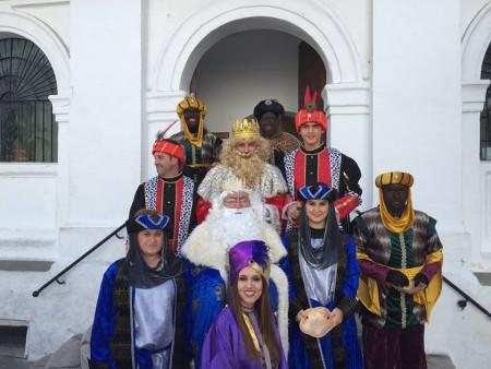 Los Reyes Magos y su comitiva (Foto: Facebook de ISabel Gómez).