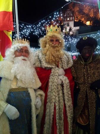 Los Reyes Magos, en el balcón del Ayuntamiento (Foto: Facebook de ls alcaldesa, ISabel Gómez).