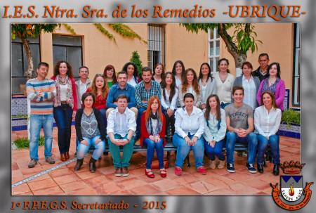 Profesores y alumnos de la promoción de Secretariado de 2015.