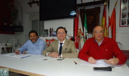 Juan Manuel Román (tesorero), Juan Luis Ríos (presidente saliente) y Manuel Sígler (presidente entrante).