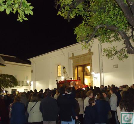 Entrada del Cautivo en la parroquia por la puerta de La Plaza.