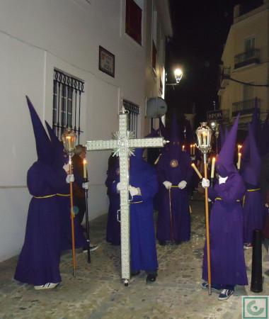La cruz de guía, por la calle del Agua.º