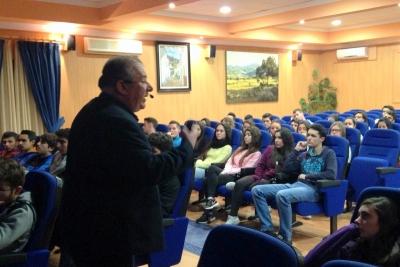 Óscar Lobato, durante su intervención (Foto: IES Nuestra Señora de los Remedios).