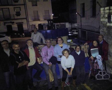 Participantes en el cargamento de alimentos, material sanitario y ropa para los saharauis refugados.