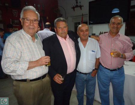 Lora, con sus amigos ubriqueños Manuel Domínguez y Miguel Villanueva.
