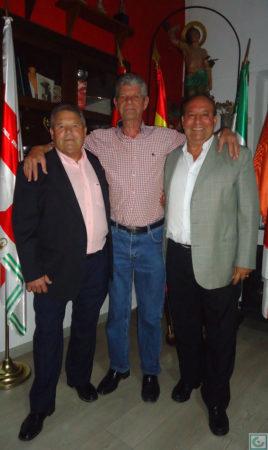 El socio Miguel Vaquero, con Lora y Sanjosé.