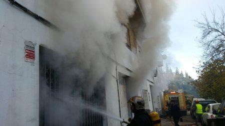 Incendio en un almacén de bolsos de la avenida de Cortes, sin daños personales