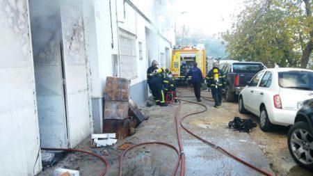 Bomberos participantes en la operación de sofoco del incendio.