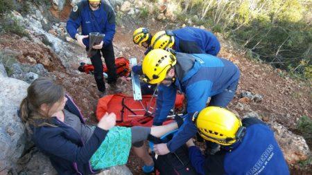 Una senderista alemana accidentada en la sierra de Líjar, rescatada por los bomberos del grupo de montaña de Ubrique