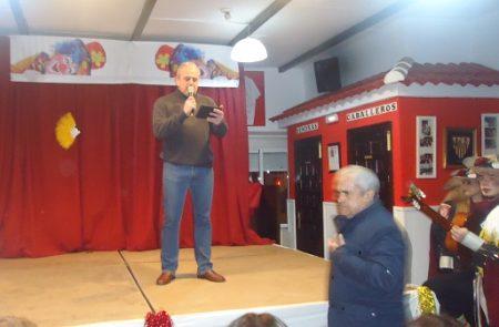 Manuel Pérez Hinojo, presentador de la velada carnavalesca.