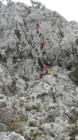Rescatadas por bomberos de Ubrique y miembros de Espeleosocorro dos senderistas bloqueadas en Los Tajos de Villaluenga