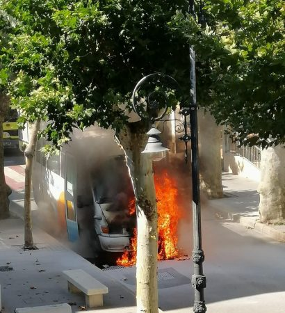 Incendio del microbús.