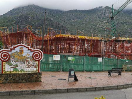 Construcción a la entrada a Ubrique.