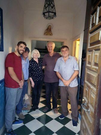 Pilar Infante y su marido, con los historiadores Antonio Morales, Fran Hidalgo y Fernando Sígler.