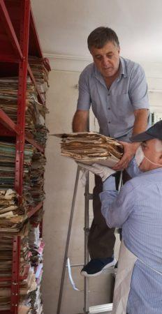 Proceso de traslado del archivo de Jesús Ynfante desde su casa de Los Barrios.