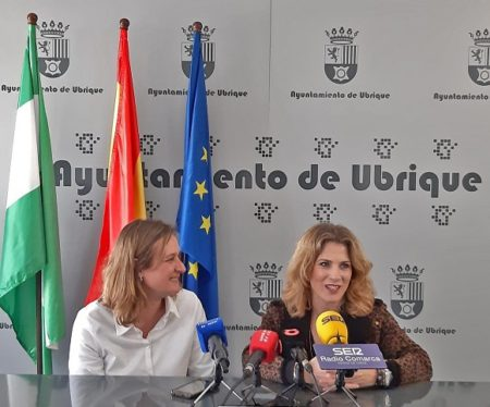 Primera reunión institucional de la delegada del Gobierno de la Junta con la alcaldesa de Ubrique