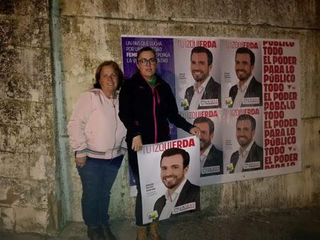 Pegada de carteles de IU en Ubrique.