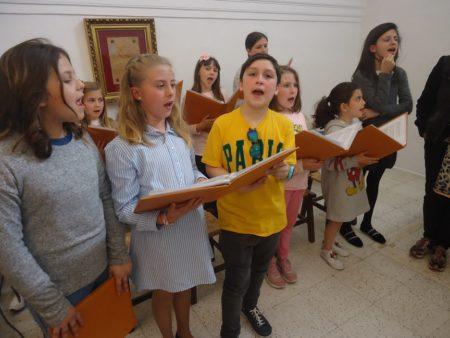 Integrantes de la escolanía, durante el ensayo.