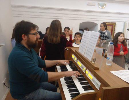 Daniel Borrego, al órgano.