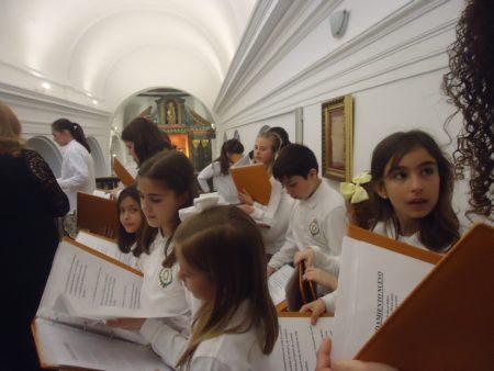 La escolanía, en la misa del Domingo de Ramos.