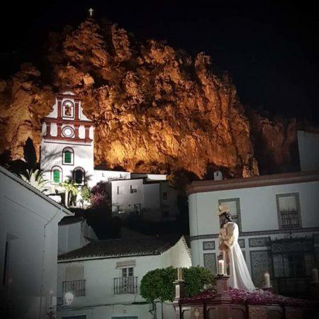 La procesión, con la ermita de San Antonio al fondo (Foto: Inmaculada García Macías).